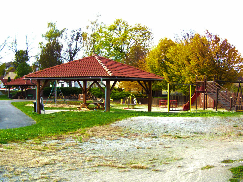 Dětské hřiště v Novosedlech - pohled 1